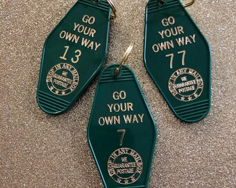 Go Your Own Way Vintage Hotel Keychain - Forest Green