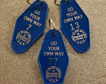 Go Your Own Way Vintage Hotel Keychain - Deep Blue