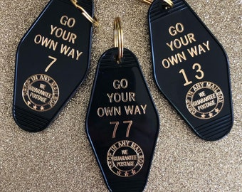 Go Your Own Way Vintage Hotel Keychain - Black