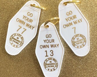 Go Your Own Way Vintage Hotel Keychain - White