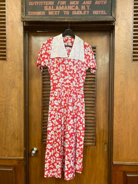 Vintage 1940's Red & White Floral Eyelet Cotton C… - image 2