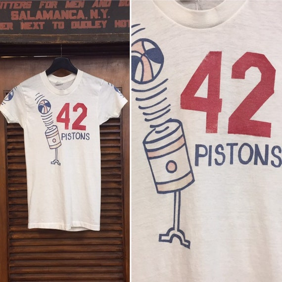 Vintage 1970's Detroit Pistons Basketball Tee -Tow