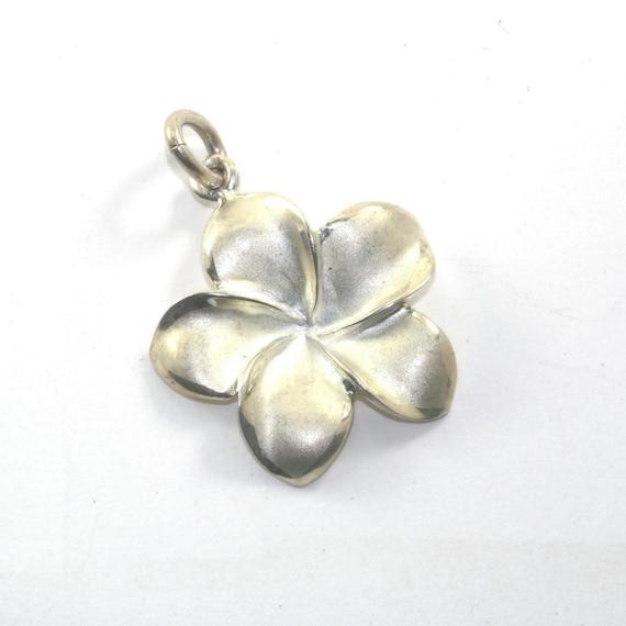 925 plata esterlina Plumeria colgante con marcasita