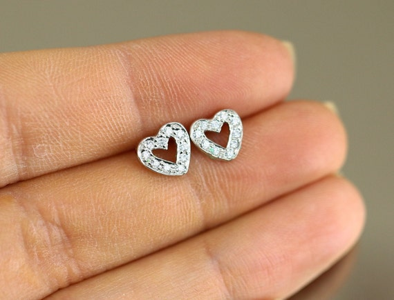 Silver Plated 1980s Stud Earrings 0.9 cm x Beautiful Sparkling CZ Cubic Zirconia Heart Design