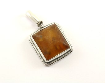Vintage Beautiful Cushion Natural Amber Stone Pendant 925 Sterling Silver PD 1622