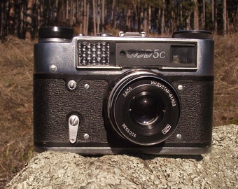 "Vintage Camera ""FED C5"" made in the former USSR (Russia). FED-5C Soviet 35mm Camera - Rangefinder with case"