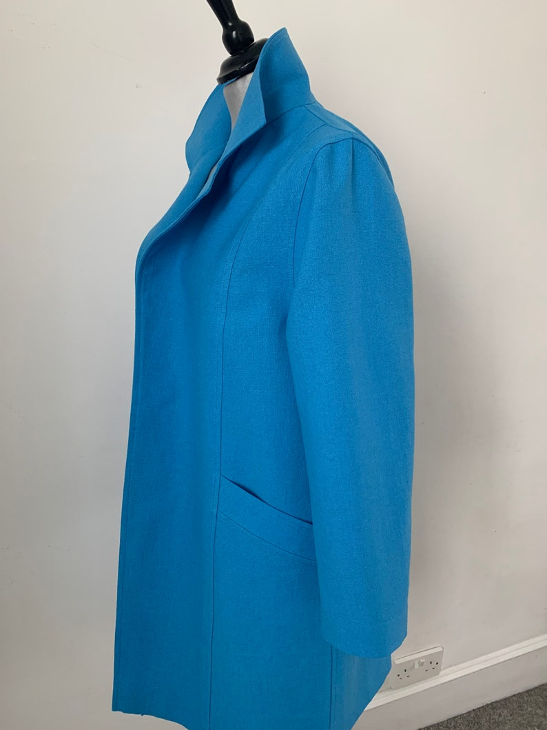 Spring linencotton 34 jacket beautifully shaped to be worn casual or for special occasions. collared and with deep pockets