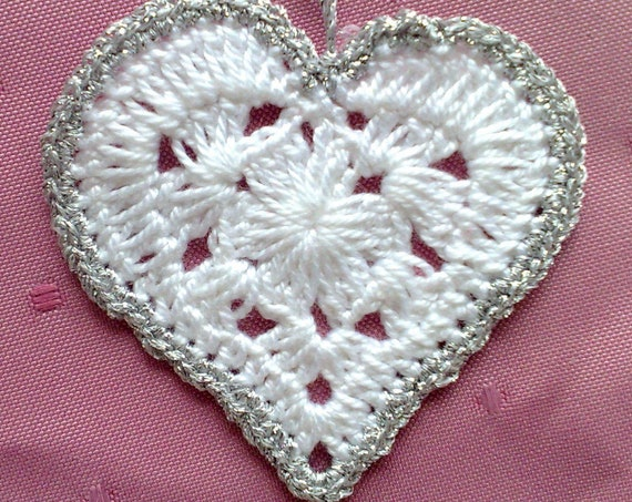Crochet hearts white gift tags with border in silver