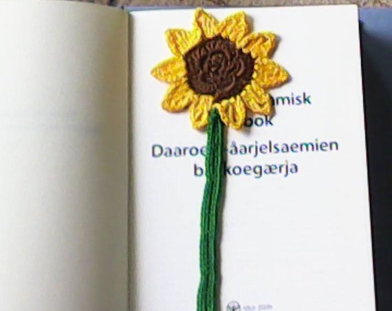 Crochet sunflower sasign, book lover gift, teacher gift flower bookmark, book accessories unique bookmark