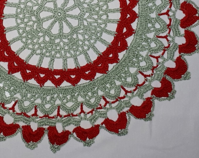 Christmas cover crochet in red and green colors