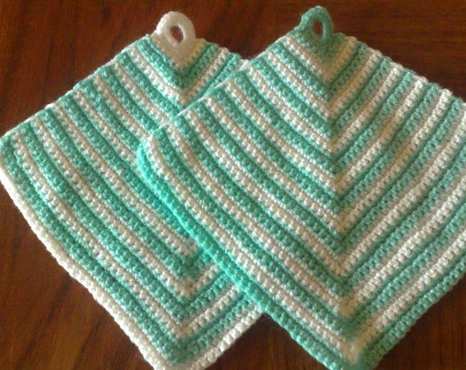 Classic pot cloth crocheted in a light trapezoidal shape, 2 pieces in the set