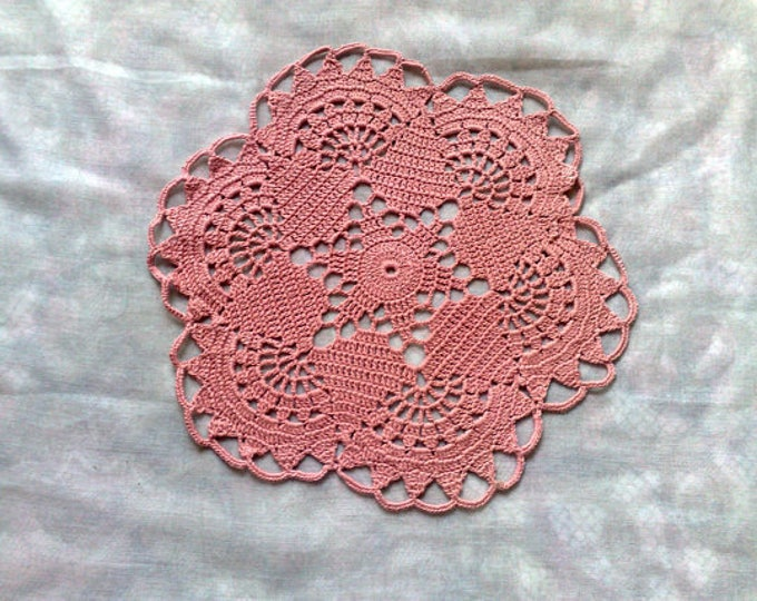 Round crocheted decorative cover in pink cotton