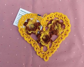 Ornamental Heart crochet in yellow cotton, heart-shaped tableset for a decorative table decoration