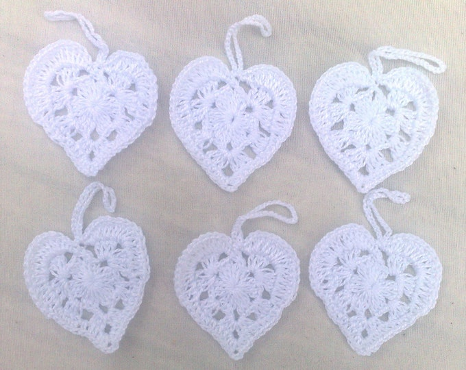 Crocheted hearts of white cotton flowers