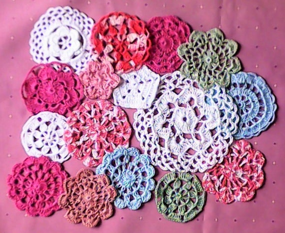 16 Cloaks crochet 5 cm to 13.5 cm for cardmaking and as Sewing Accessories in white, pink, green and blue