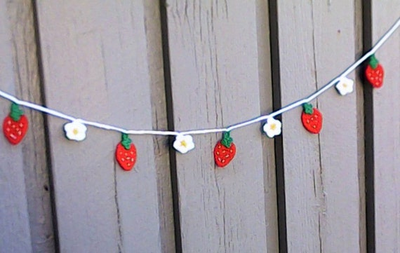 Crochet Mini Garland With Strawberries and small white Flowers