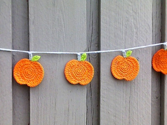 Pumpkin garland fall décor with 9 crocheted pumpkin, Halloween decoration Thanksgiving