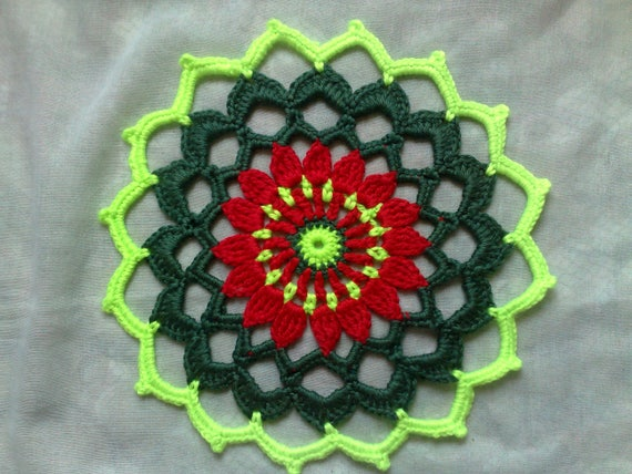 Mandala cover in the colors red, dark green and light green