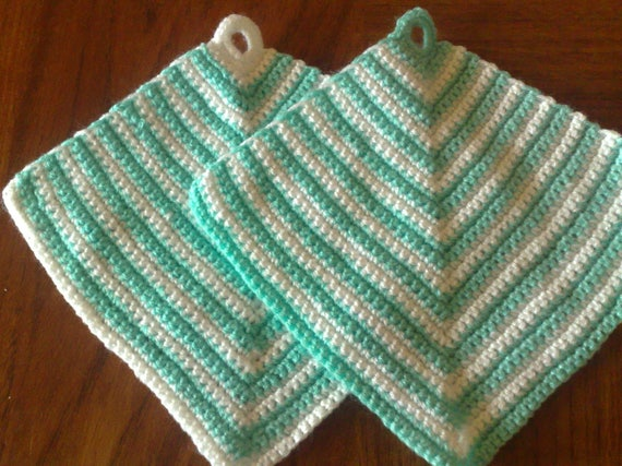 Classic top flaps crocheted in a light trapeze shape, 2 pieces in set