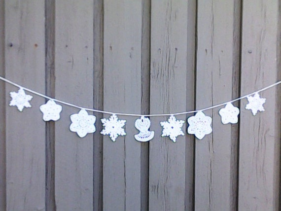 Crochet Christmas garland with 8 different snowflakes and 1 Christmas angel in white for tree hanging and Christmas decoration