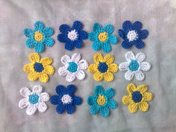 Colorful crochet blossoms, 12 crocheted floral applications in the colours turquoise, blue, yellow and white