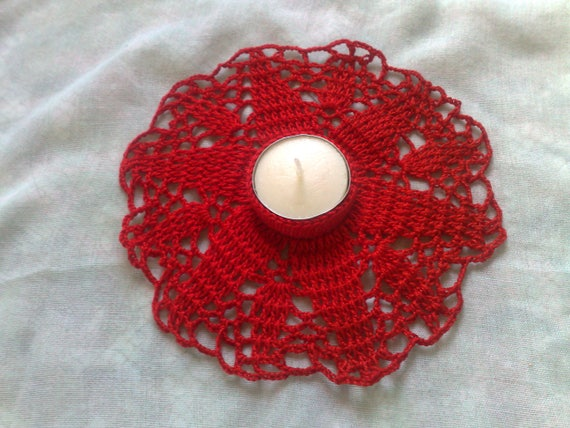 Crochet red tea light holder for a romantic table decoration