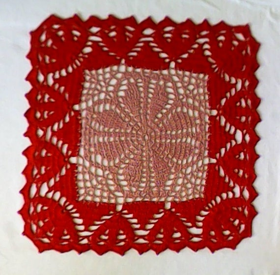 Beautiful crocheted square ceiling two-tone in old pink and red for a decorative ambience