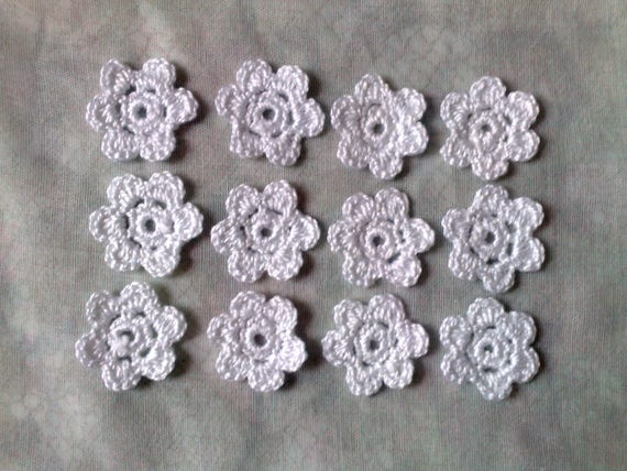 Garden Marguerite, 12 pieces of white crocheted flower application for bridal Jewelry