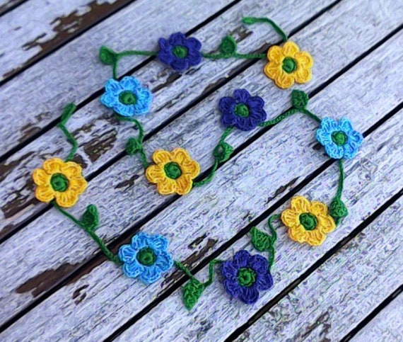 Crochet mini garland with 10 small colorful flowers blue yellow