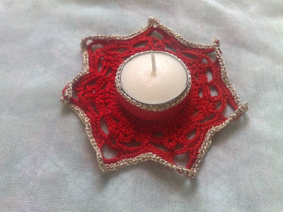 Crochet tealight holder for Christmas decoration and Thanksgiving in red border in gold
