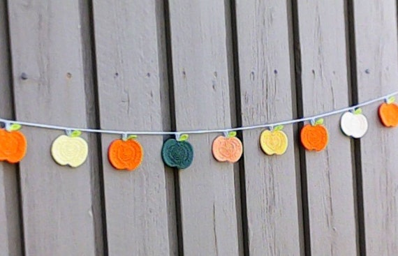 Halloween Pumpkin Garland Autumn Decor Crocheted with 9 Crochet Pumpkin, Halloween Decoration Thanksgiving
