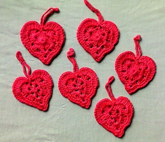 Crocheted red cotton hearts, 6 pieces to decorate your gifts