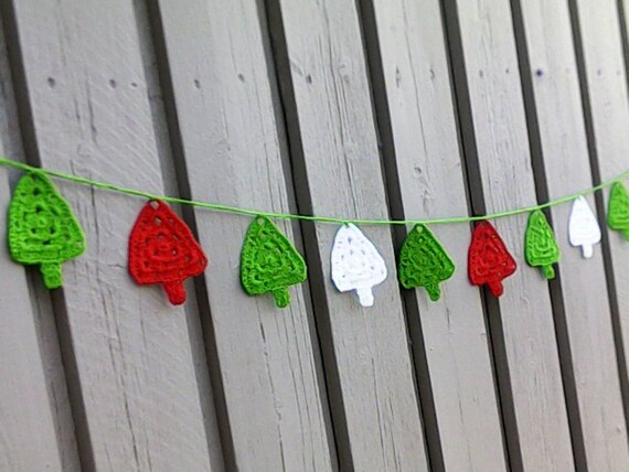 Crochet Christmas Tree Garland with Red, Green and White Trees, Christmas Bunting, Crochet Bunting, Christmas Tree Banner