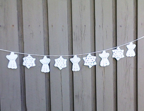 Crochet Christmas garland with 5 angels and 4 snowflakes in white for tree hanging and Christmas decoration