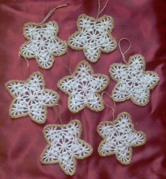 Crocheted stars in white with border in gold, 5 pieces