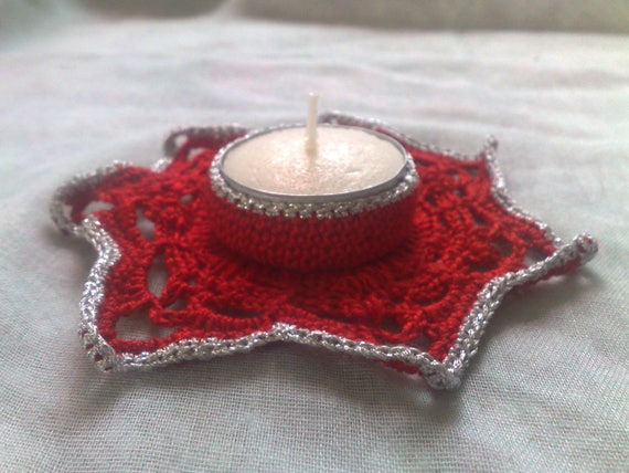 Christmas tea light holder crocheted in red cotton with border in silver