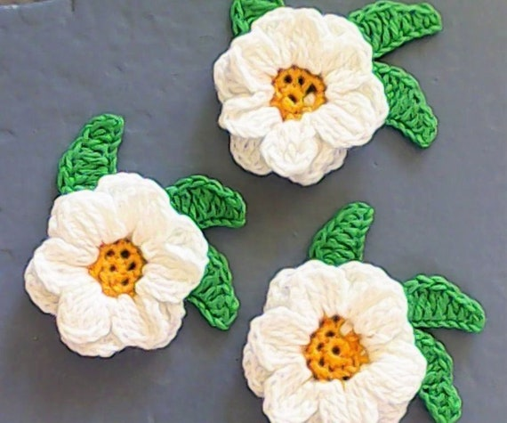 Crochet Blossom Margarite Application and Leaves, Cardmaking, Scrapbooking, Clothing crochet, Craft Embellishments, Sewing Accessories 1 Piece flower