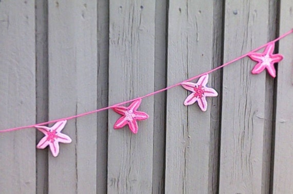Crocheted starfish Girland in pink cotton for your party on the beach with 11 starfish