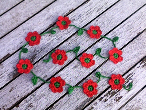 Crochet mini garland with 10 small colorful flowers red