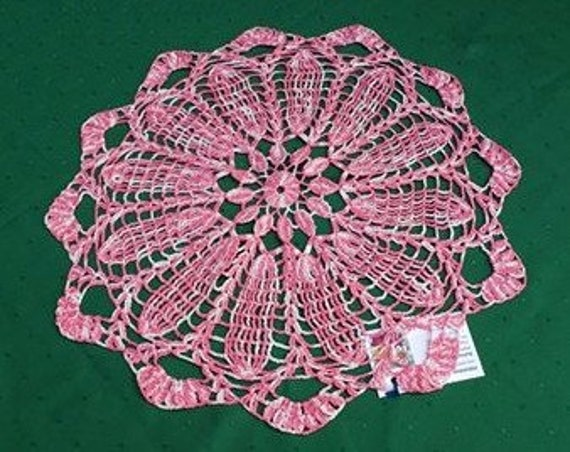 "Crochet cover, handmade lace cover 18 ""Two-color in pink and white"