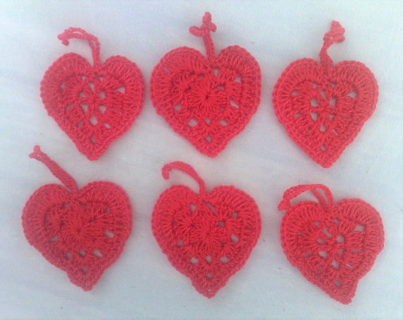 Crocheted hearts of Red cotton, 6 pieces to decorate your gifts