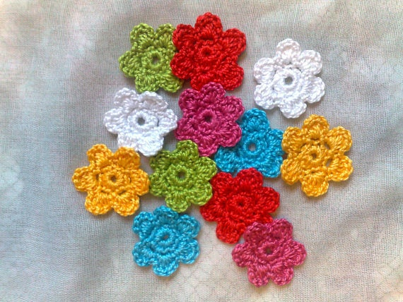 Colorful crochet mini flowers, 12 pieces