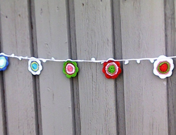 Spring floral garland crochet, summer party decoration, girls room décor, ammer dormitory, Easter floral wall hangings nursery