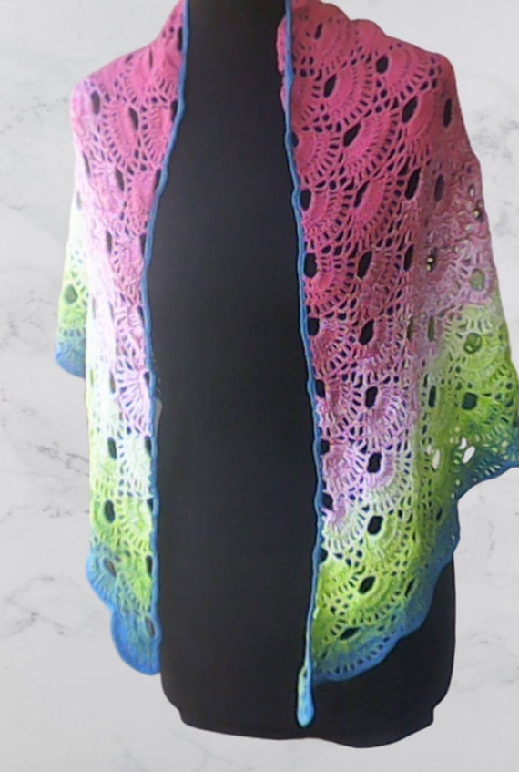 Crochet viral scarf with colorful gradient yarn, crochet scarf