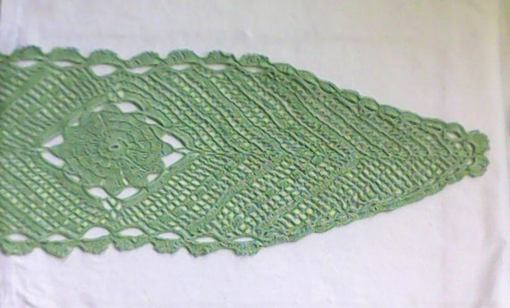 "Oval crochet cover in light green pastel colour 10 ""x 32"", 25 cm x 82 cm"