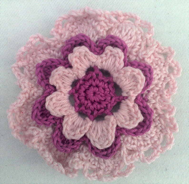 Motif flower crochet 3.5 inches in light pink and dark pink image 0