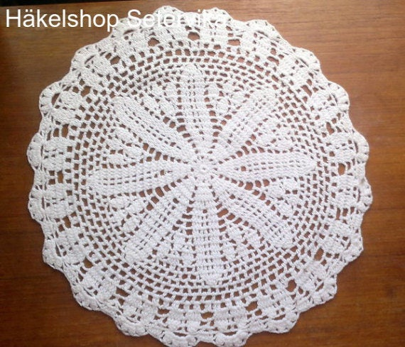 Lace cover round crochet in white
