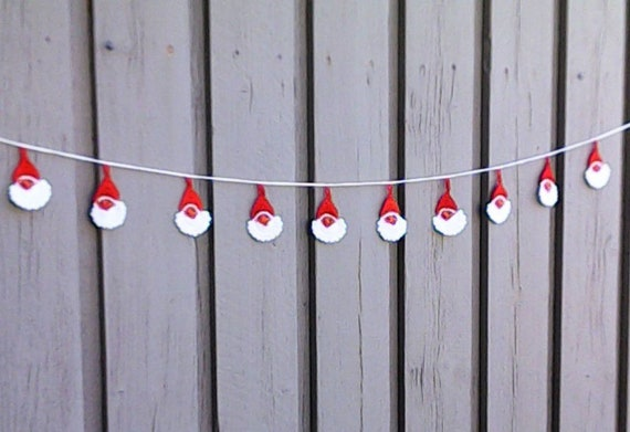 Crochet Christmas garland with 10 little Santa Claus faces for tree hanging and Christmas decoration