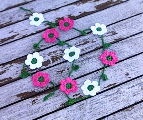 Crochet mini garland with 10 small colorful flowers pink white