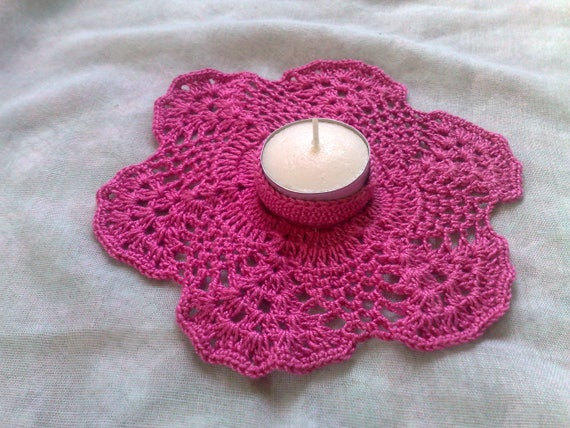Crochet Candle Holder in dark pink for a cosy atmosphere
